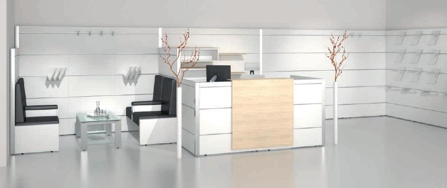 Empfangsbereich und Wartezone; Multiwa Modulwand mit Systemschienen und Zubehör (Kleiderhaken, Ablage- und Präsentationsflächen)